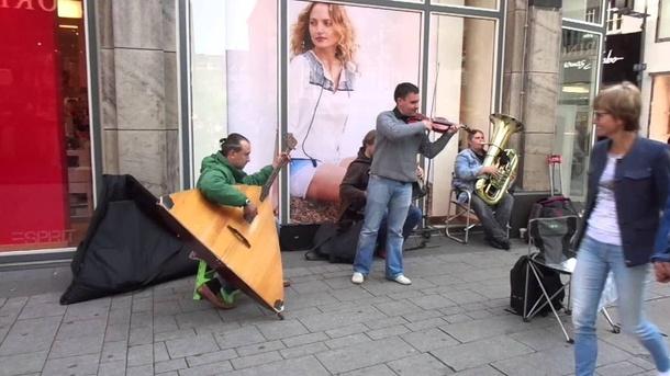 Engagement für russische Strassenmusiker