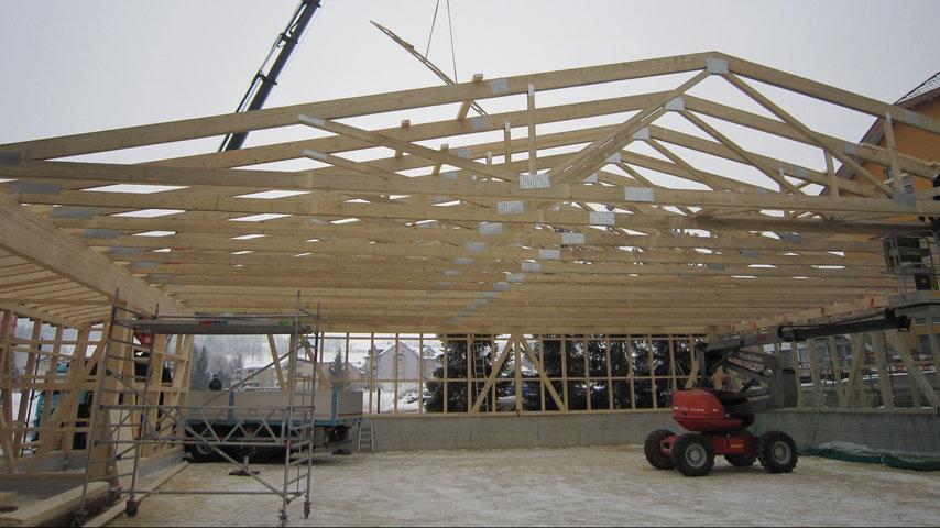 Endlich ein Dach über dem Kopf, jetzt fehlen uns nur noch Wände