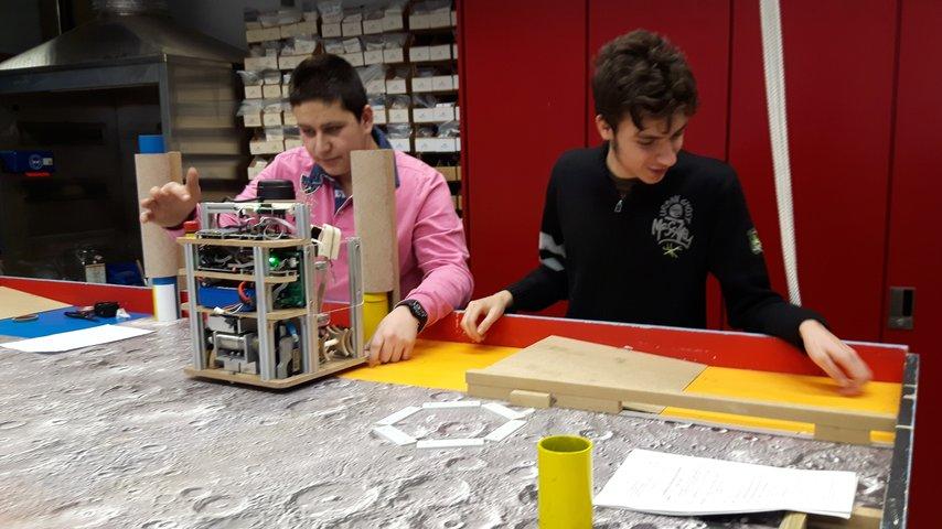 Construire un village sur la lune