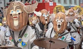 Masken und Kostüme für die neue Fasnachtswagengruppe