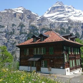 Schulhaus Gimmelwald: Familienwohnungen für ein Bergdorf