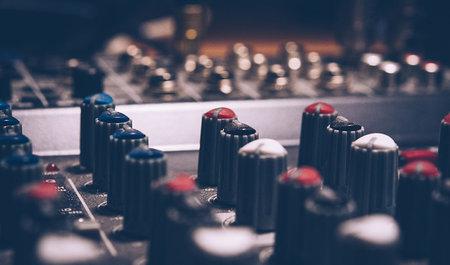 Lizenz, Stil und Lautstärke: Diese Dinge musst du bei Musik beachten