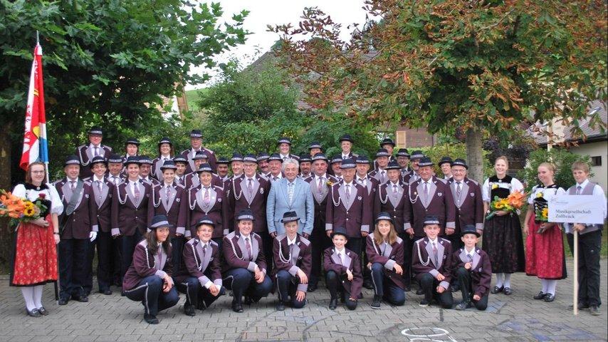 Neue Uniform für die Musikgesellschaft Zollbrück