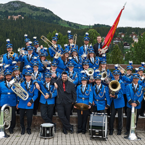 Neue Uniformen und neue Instrumente Societad da musica Vignogn