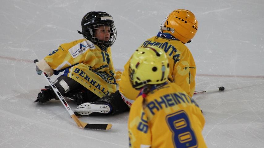 Neue Stulpen für den Eishockeynachwuchs im Rheintal