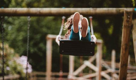 Unbeschwert spielen – Vorgaben für öffentliche Spielplätze in der Schweiz